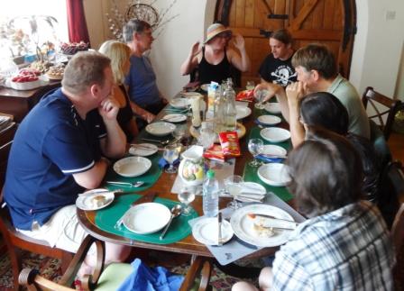 TuckingDown-Volunteers-Eating1