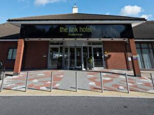 Link Hotel - Front